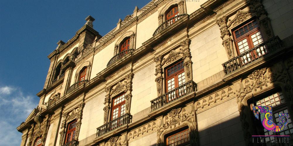 El Centro Histórico de la ciudad de México muestra sus mejores colores al atardecer.